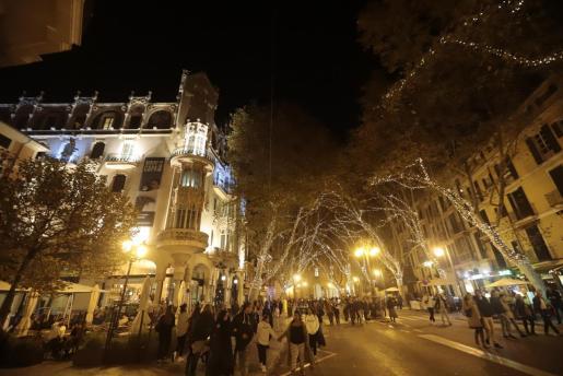 Imagen de las luces navideñas instaladas en Palma.
