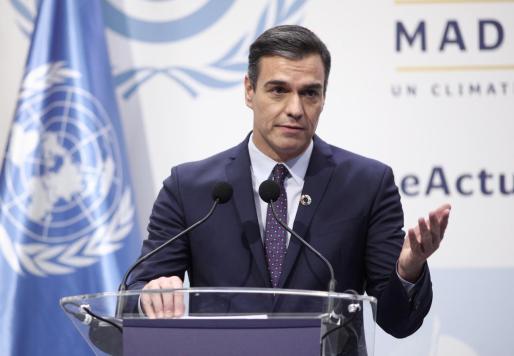 El presidente del Gobierno en funciones, Pedro Sánchez, ofrece una rueda de prensa durante la primera jornada de la Conferencia de Naciones Unidas sobre el Cambio Climático (COP25), en Madrid.