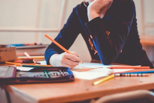 Los alumnos españoles de 15 años han bajado 4,5 puntos en Matemáticas y hasta 9,5 puntos en Ciencias en el informe internacional PISA 2018 respecto al de 2015.