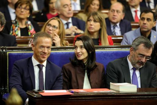 La nueva presidenta del Senado, Pilar Llop, entre el portavoz del PSOE en el Senado, Ander Gil, y su antecesor en el cago, Manuel Cruz.