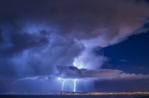 Se han detectado unos 8.000 rayos en las islas esta noche.