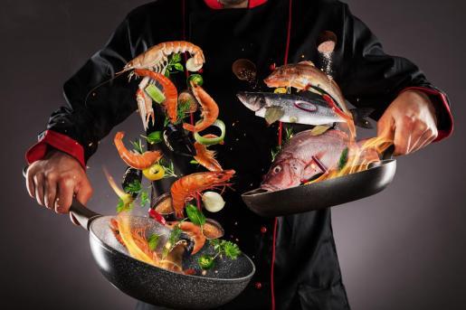 La gastronomía de la región más meridional de España viene determinada, sin duda, por su excelente clima, por sus largas horas de sol y su cercanía al mar.