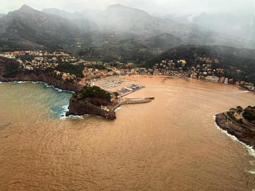 Imagen aérea del Port de Sóller este miércoles de intensas lluvias en Mallorca.