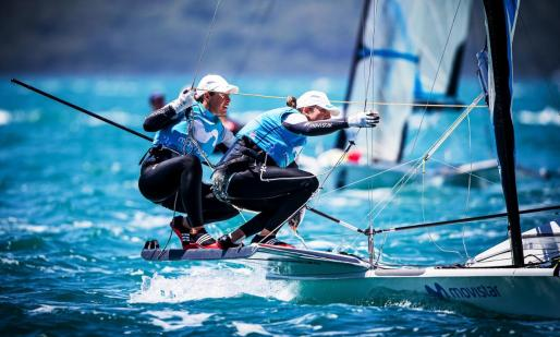 Támara Echegoyen y Paula Barceló, en acción durante el primer día de pruebas del Mundial.