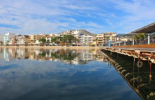 Imagen de archivo del Port de Pollença, donde se apreciaban algunas nubes altas.