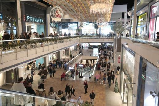 Los comercios abrirán algunos días festivos durante la Navidad.