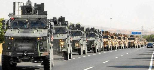 Un convoy del Ejército turco atravesando la zona de Kilis, cerca de la frontera turcosiria en el marco de la operación 'Fuente de Paz', a mediados de octubre. Turquía mantiene que con esta invasión trataba de mantener la paz dentro de su país.
