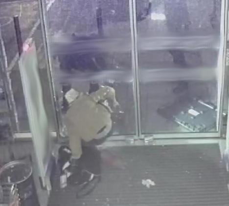 Fotograma de la cámara de seguridad que grabó el robo.