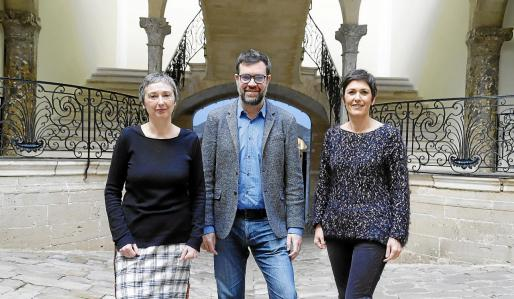 La directora del Solleric, Aina Bauzà; el regidor de Cultura de Cort, Antoni Noguera, y la coordinadora del área, Francesca Niell, durante la presentación de la programación del Solleric.