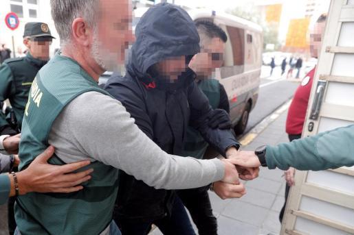 El sospechoso de la muerte de Marta Calvo, Jorge Ignacio P.J., de 38 años, a su llegada al Juzgado 6 de Alzira (Valencia).