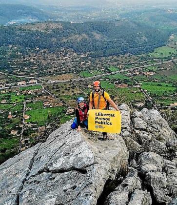 Los activistas se fotografiaron en lo alto de las montañas.