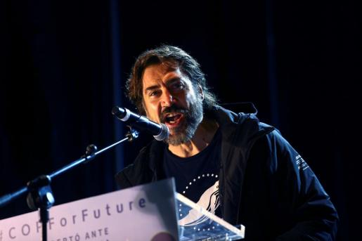 El actor Javier Bardem interviene en la Marcha por el Clima, convocada por Fridays For Future, Alianza por el Clima, Alianza por la Emergencia Climática y 2020 Rebelión por el Clima, este viernes en Madrid.