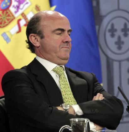 El ministro de Economía, Luis de Guindos, este mediodía durante la rueda de prensa posterior al Consejo de Ministros.