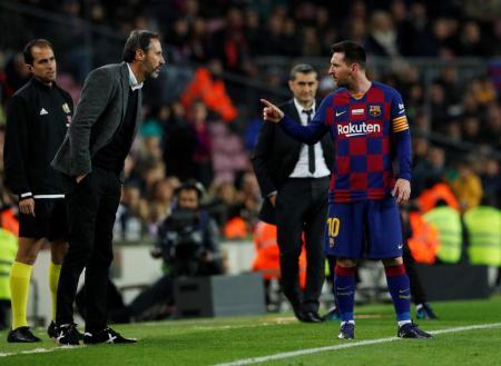 Vicente Moreno y Messi, enfrentados