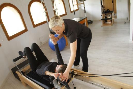 El estudio de Pilates de la Clínica Doctor Morano cuenta con apartología para practicar esta disciplina.