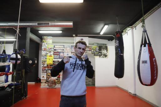 José del Río posa en su gimnasio en los días previos al combate.