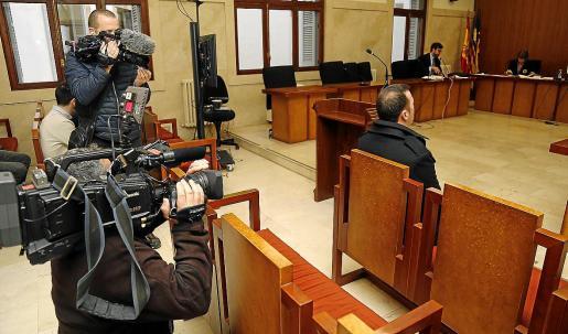 El acusado por la agresión sexual en el Firó de Sóller, este lunes en la Audiencia de Palma.