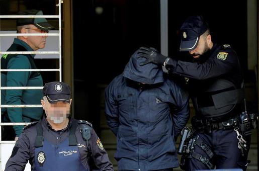 Jorge Ignacio Palma sale de los juzgados de Alzira tras comparecer ante la jueza.