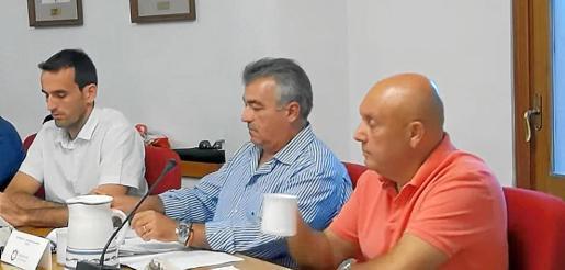 Miguel Estarás y Juan Pizarro (a la derecha) en el pleno del pasado mes de julio.