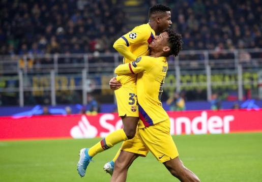 Ansu Fati celebra con Jean-Clair su gol.