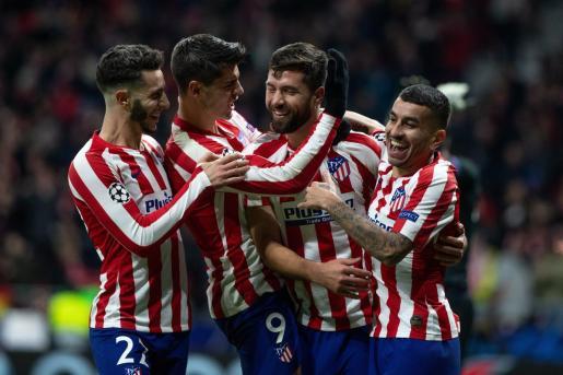Los jugadores del Atlético de Madrid celebran el segundo gol del equipo rojiblanco.