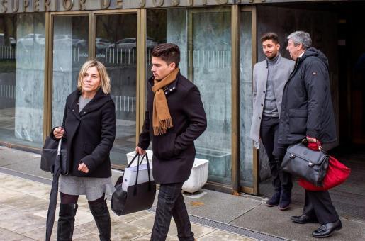 Victor Rodríguez y Raúl Calvo, dos de los tres exjugadores del Arandina Fútbol Club, saliendo de la Audiencia Provincial de Burgos en una de las jornadas del juicio.