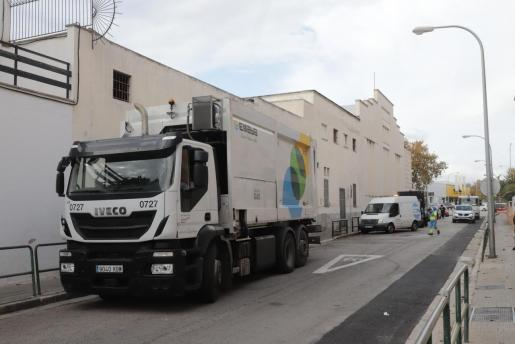 Imagen del camión en la calle donde tuvo lugar el atropello.