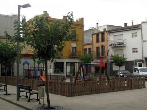 Imagen de la Plaça Nova de Vilobí d'Onyar.