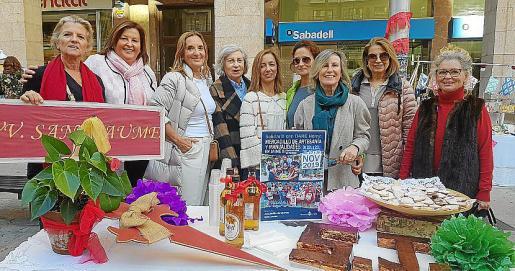 Toya de la Vega, Mila Cerdó, Paquita Deudero, Margarita Mas, Marta de la Llave, Beatriz Antolín, Concha Dezcallar, Antonia Moyá y Merche Puchol.