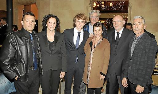 Alex Sepasgosarian, Malena Bonnin, Albert Jogalla, Jan Hinter, Carmen Serra, Bernat Bonnín y Jesús Castro.
