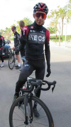 Egan Bernal (Team INEOS) posa para este diario tras un entrenamiento.