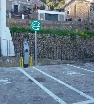Punto para recarga de coches eléctricos en Estellencs.