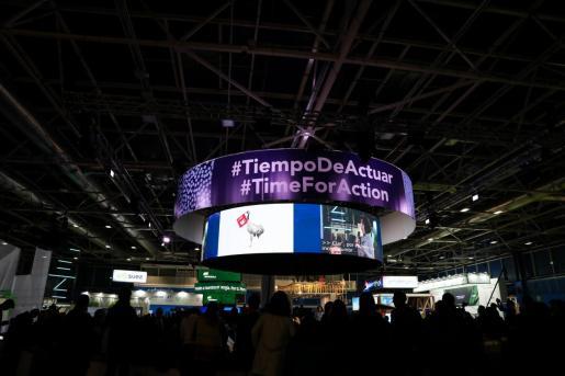 Panel luminoso circular en el que se lee 'Tiempo de Actuar', en la Cumbre del Clima (COP25) en Ifema, Madrid, a 12 de diciembre de 2019.