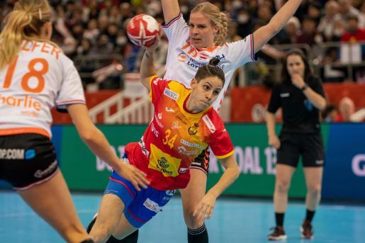 Alicia Fernandez, en una acción durante el partido disputado este domingo.