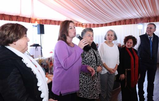 La presidenta del Govern, Francina Armengol, en la comida de Navidad de la Federación de Personas Mayores de la Part Forana de Mallorca.