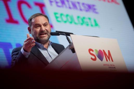 El secretario de organización del PSOE, José Luis Ábalos, clausura junto al líder del PSC, Miquel Iceta, el XIV congreso del PSC, que ha elegido la nueva ejecutiva del partido y ha fijado su estrategia para los próximos años.
