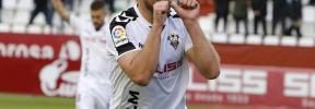 El Rayo-Albacete, suspendido por los gritos de la grada: «Zozulia eres un nazi»
