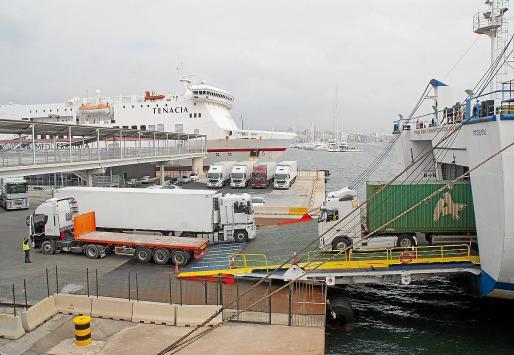 El 65 % de las mercancías que se transportan desde la Península a Baleares se verán afectadas por el incremento de la subida de los fletes marítimos por parte de las navieras Baleària y Trasmediterránea, de ahí el impacto negativo en todos los sectores productivos.