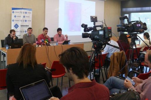 Un momento de la rueda de prensa ofrecida este jueves por un grupo de investigadores de Geografía y Física de la UIB.