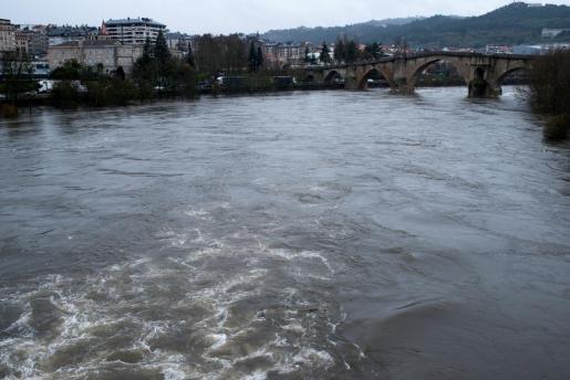 Caudal del río Miño a su paso por Ourense.