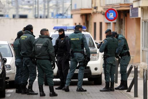 La Guardia Civil y la Policía Local de Bunyola investigan el robo en la finca donde se alojaba el exministro del Interior alemán.