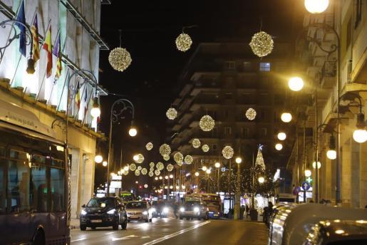Iluminación navideña de la calle palmesana de Jaume III.