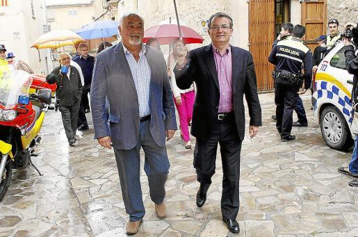 Las autoridades dieron su paseo oficial sin sufrir pitadas del público.
