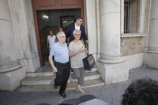 Los padres de Gijón declararon en junio de 2017 en el juzgado de Instrucción tras haber sido detenidos el día anterior y puestos más tarde en libertad por motivos de salud. El hermano del político sí hizo noche en los calabozos y fue puesto a disposición judicial como detenido.