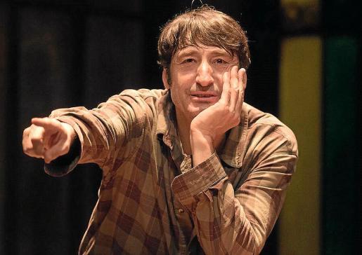 El actor Carmelo Gómez, en una escena de la obra 'Todas las noches de un día'.