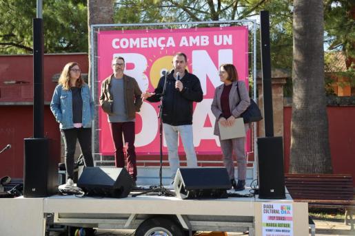 El presidente de la Obra Cultural Balear, Josep de Luis, durante la presentación de la campaña.