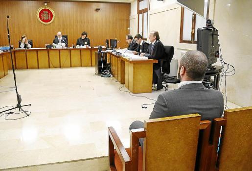 El acusado, durante el juicio celebrado el pasado febrero en la Audiencia de Palma.