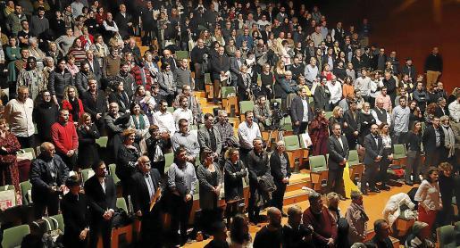 Todo el público se puso en pie para cantar 'La Balanguera'.