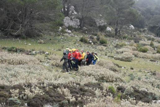 La mujer fue rescatada y trasladada rápidamente a Son Espases.
