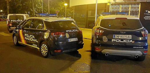 Imagen de archivo de varios vehículos de la Policía Nacional en Palma.